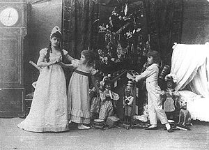 Stanislava Belinskaya i rollen som Clara, Lydia Rubtsova som Marianna och Vassily Stukolkin som Fritz från originalproduktionen