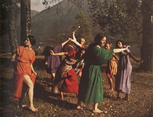 Rudolf Laban med elever på Monte Verità i Schweiz, kanske världens första vegan- och konstkollektiv i början av 1900-talet