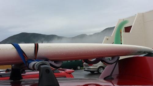 Surfbräda på takräcke i Norge